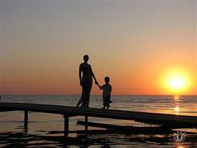 Пусть всегда будет солнце,пусть всегда будет мама!
