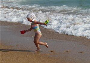 Убегу, пока не поглотила морская стихия...