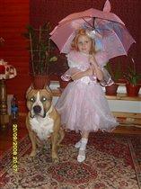 Наша Принцесса с охраной...