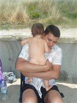 Папа с младшей Бусинкой:)