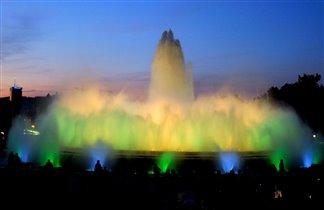Знаменитые 'Поющие фонтаны' в Барселоне.