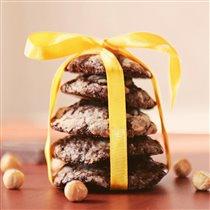 Шоколадное печенье с орехами