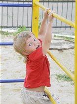 Юный гимнаст Илюша