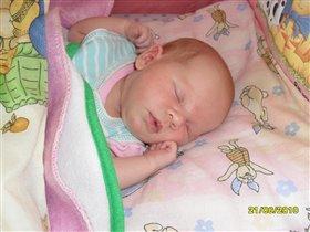 Сладко спит малышка