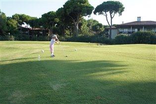 Успешная гольфистка. 2г.9м.