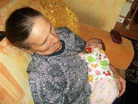 Ангелинка с любимой бабушкой очень любят поспать