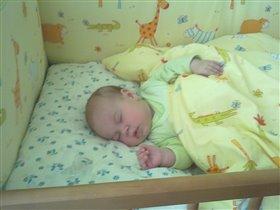 сладко спит дочурка