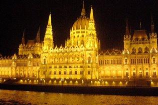 Здание парламента в Будапеште.