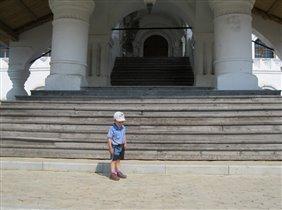 На ступенях Троицкого собора.