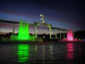 Фонтаны на площади. Ташкент