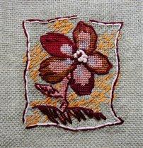 Цветок на серой канве