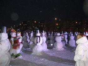 А у нас в городе Парад Снеговиков!