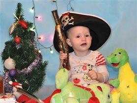 Ксюша - маленькая пиратка!!!
