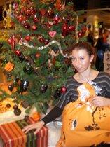 Под елочкой собираю подарочки))