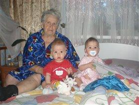 Со мною бабушка моя, И значит, главный в доме — я,