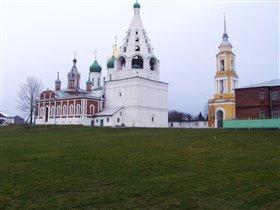 в январе,в январе много снега на дворе)))))
