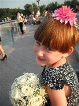 Подружка невесты Наташка.
