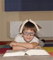 Любишь энциклопедии читать - учись и очки носить..