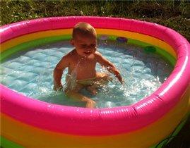 Плавать еще не умею, но воды в бассейн уже налили!