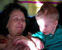 Счастливая бабушка с внуком Никитой