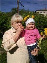 прабабушка с правнучкой)