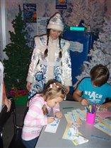 Наталья пишет письмо Деду Морозу.