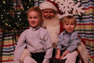 Это счастье сидеть с  Дедом Морозом