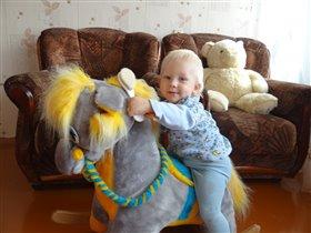 Я люблю свою лошадку, причешу ей шорстку гладко...