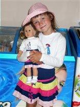 С любимой куклой Мартой