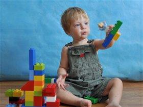 Любимый конструктор Лего.