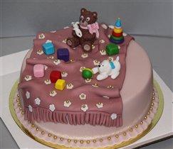 Торт с мишкой и игрушками