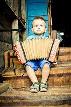 А я играааю, на гармошке...
