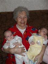 Бабуле 83 года с правнуками-двойняшками!