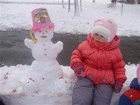 Мой первый снеговик слепила вместе с мамой!