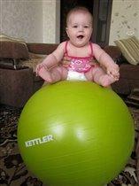 Девочка на шаре