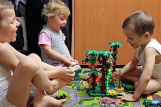 Любимая игрушка - шестеренки с обезьянками