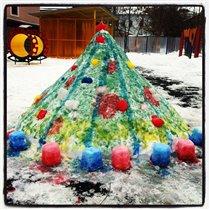 Елка из снега в садике