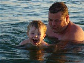 Научу сынулю плавать!