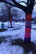 Деревья в вязаной одежде :)