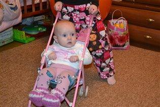 Сестрёнка-любимая игрушка:)
