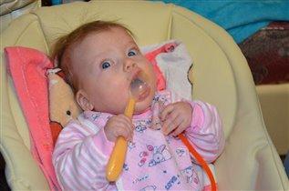 Мамино пюре ем 2-мя ложками!