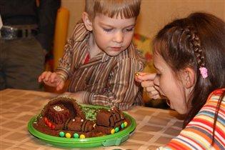 Я не понял, почему ты ешь мой торт?