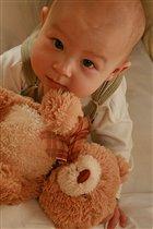 Мой любимый медвежонок он со мною прям с пелёнок