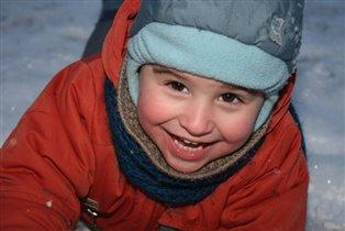 Никитошка наш в снегу валялся-весело он закалялся
