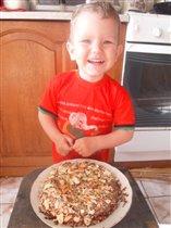 Сыночек любит мои тортики