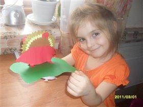 Катюша делала ежика.