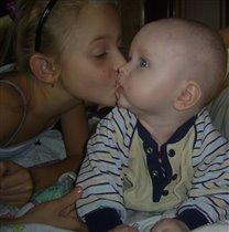 Сестрёнка и сынулька)))))