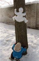 Лазающий по деревьям снеговик