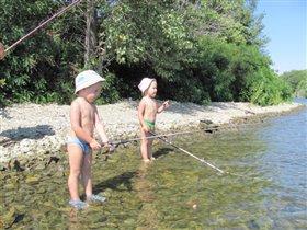 ловись рыбка большая и маленькая!