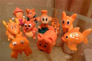 оранжевая часть  коллекции киндер-игрушек